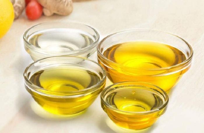 Nên dùng dầu dừa nguyên chất hay dầu dừa tinh luyện?