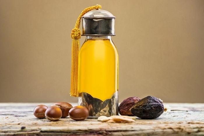 Se khít lỗ chân lông bằng dầu dừa + dầu argan