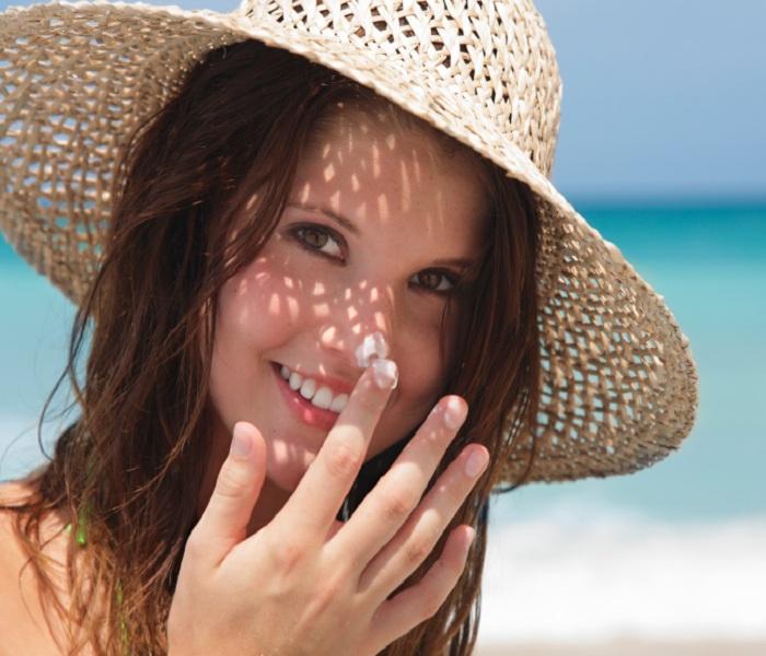Dầu dừa có ăn nắng không? Cách bảo vệ làn da khi ra nắng đúng cách