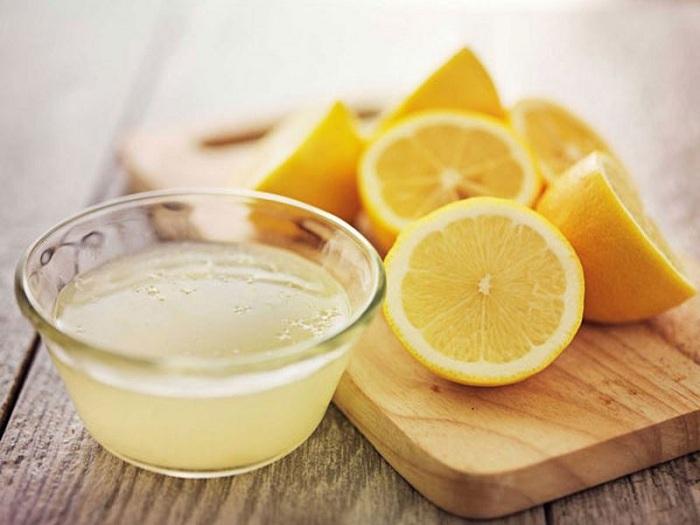 Làm trắng răng bằng dầu dừa + nước cốt chanh
